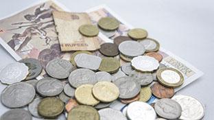 様々な取引に利用されるお金